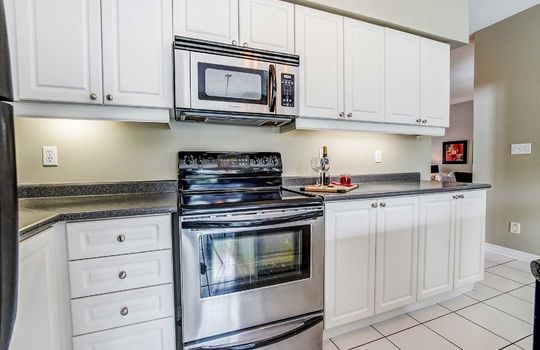 35 Weldon St., Whitby - Kitchen