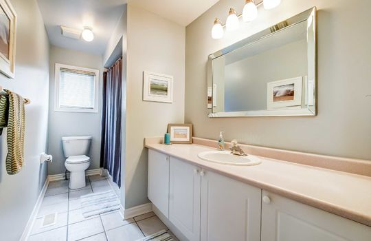 35 Weldon St., Whitby - Main Bath