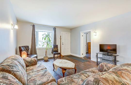 1209 Simcoe St South Oshawa - Living Room