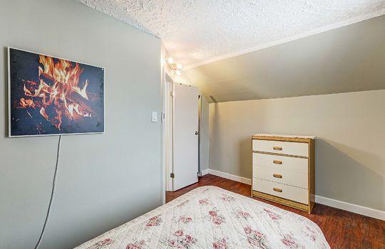 1209 Simcoe St South Oshawa - 2nd Floor Bedroom