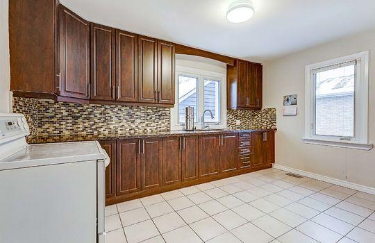 1209 Simcoe St South Oshawa - Kitchen