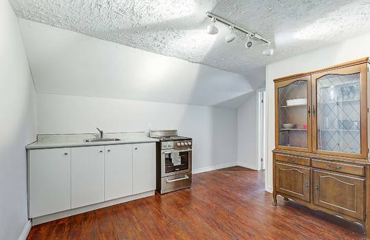 1209 Simcoe St South Oshawa - 2nd Floor Kitchen