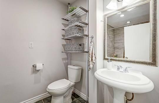 1209 Simcoe St South Oshawa - Bathroom