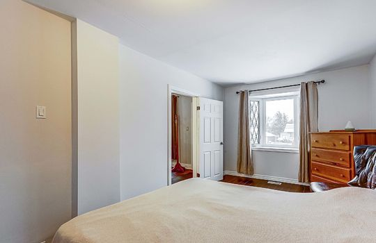 1209 Simcoe St South Oshawa - Master Bedroom