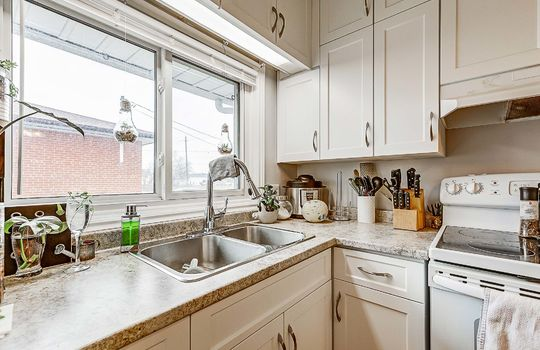 Unit 1 - Kitchen - 305 Beech St West Whitby