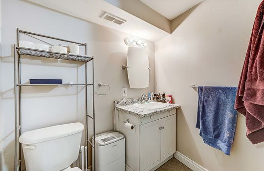 Unit 2 - Bathroom - 305 Beech St West Whitby