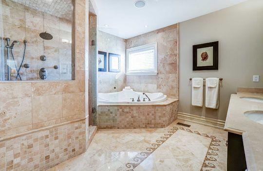 Master Ensuite Bath - 1 Connie Crt, Whitby