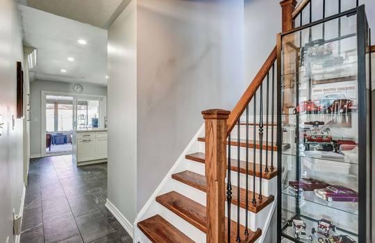 Foyer - 160 High St Bowmanville
