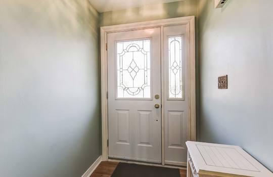 Foyer - 361 Gliddon Ave., Oshawa