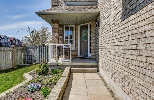 Front Porch - 160 High St Bowmanville