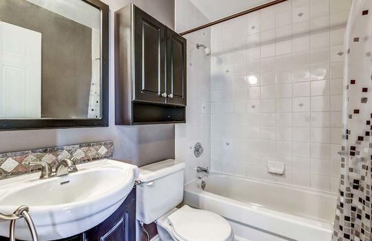 Main Bath - 160 High St Bowmanville