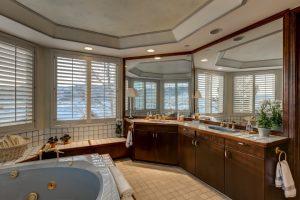 21_Austen Suite Bath1 (Small)