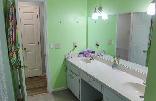 upstairsbathroom2