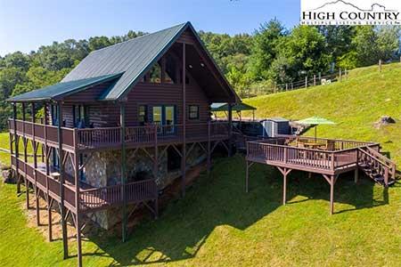 217 New River Landing exterior of log cabin home in Crumpler, NC