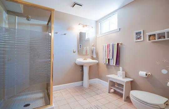 30-Lower Full Bath