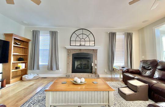 16 Ward-living room