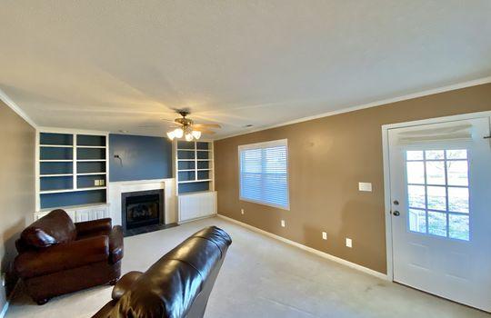 18 Bundy-living room