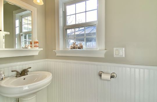 26 Ward-half bath