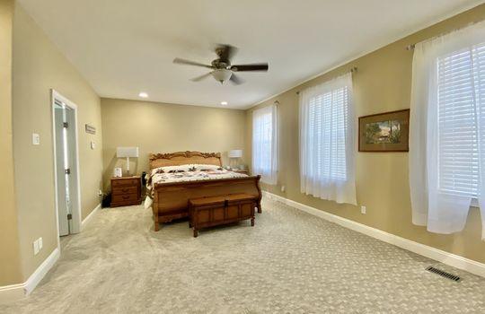 27 Ward-master bed