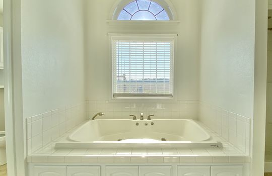 29 Bundy-master bath