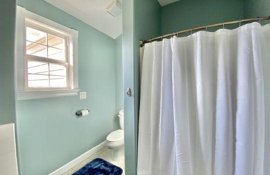 46 Ward-upstairs bath(2)