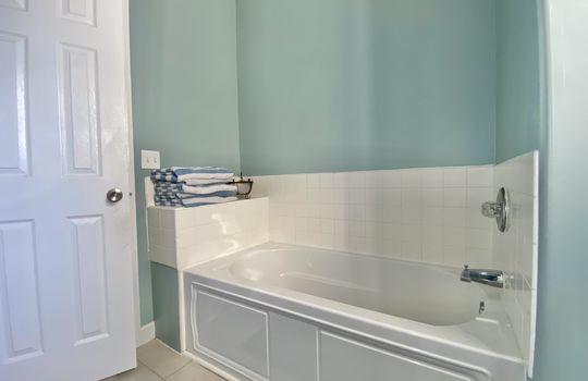 47 Ward-upstairs bath(3)