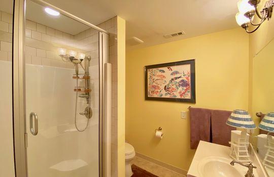 88 Upstairs Bath