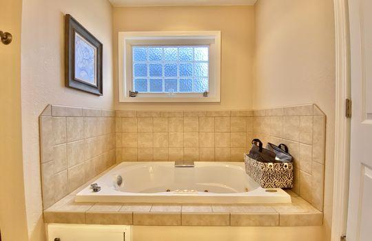 19 Schaub – master bath(3)