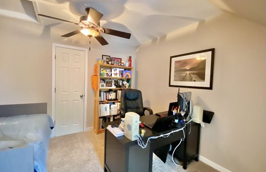 25 Schaub -upstairs office space