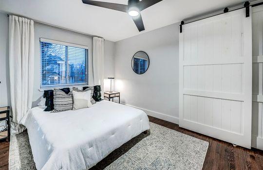 21-Master Bedroom_Barn Door