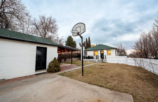 35-Sports Court_garage