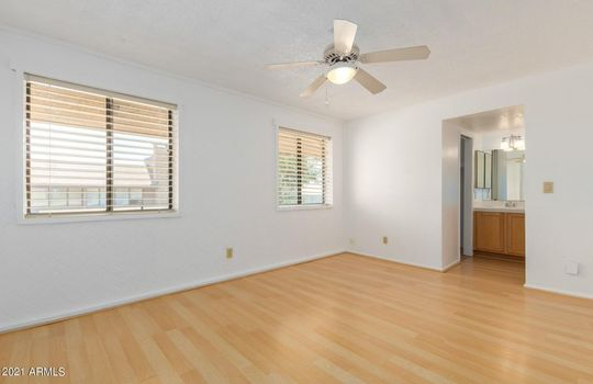 19 Photo – 5330 N Central Ave 10