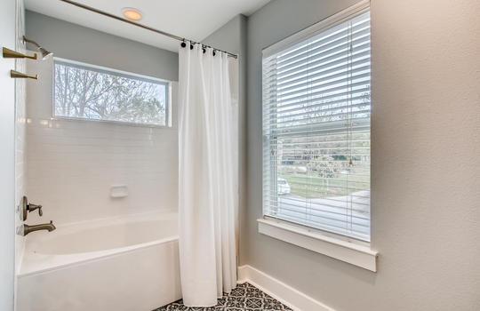 1601 Miriam Avenue Suite 300-large-021-016-2nd Floor Master Bathroom-1500×1000-72dpi