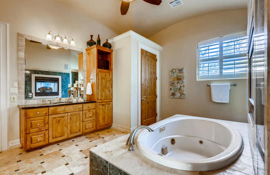 309 Camino Arbolago Lakeway TX-large-022-016-Primary Bathroom-1500×1000-72dpi