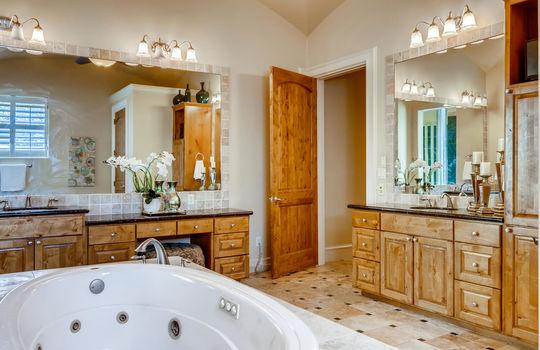 309 Camino Arbolago Lakeway TX-large-023-020-Primary Bathroom-1500×1000-72dpi