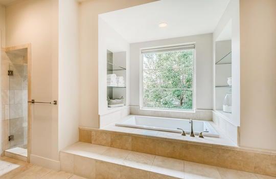 12524 Maidenhair Lane Austin-large-023-023-Primary Bathroom-1500×1000-72dpi