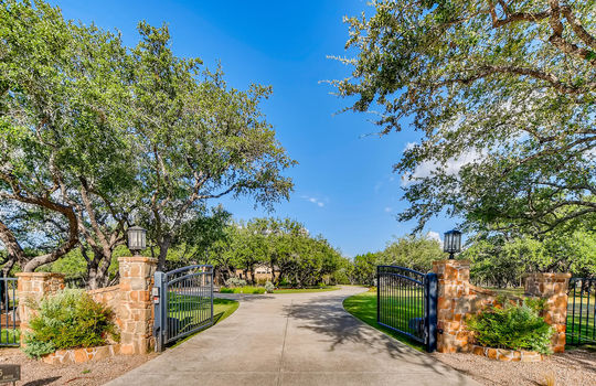 915 Rivercliff Dr Spicewood TX-large-004-011-Exterior Front-1500×1000-72dpi