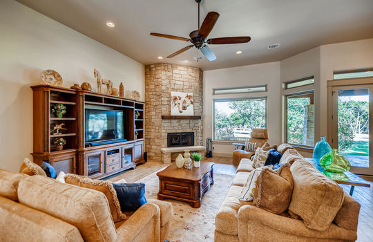 915 Rivercliff Dr Spicewood TX-large-008-012-Living Room-1500×1000-72dpi