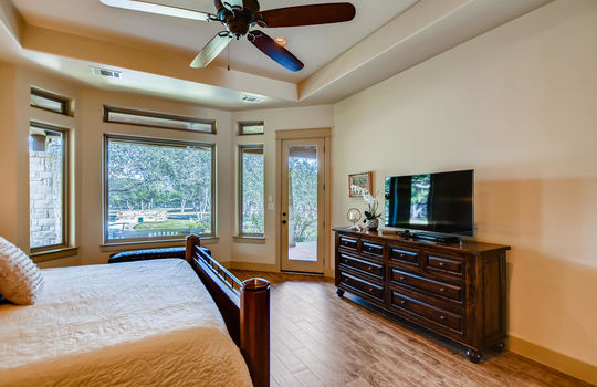 915 Rivercliff Dr Spicewood TX-large-020-016-Primary Bedroom-1500×1000-72dpi