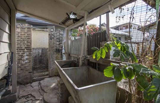 1121C-banyan-st_sm_outside wash