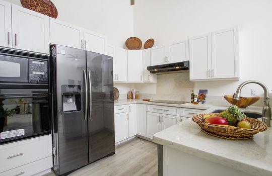 92-7023-kahea-st_sm_kitchen
