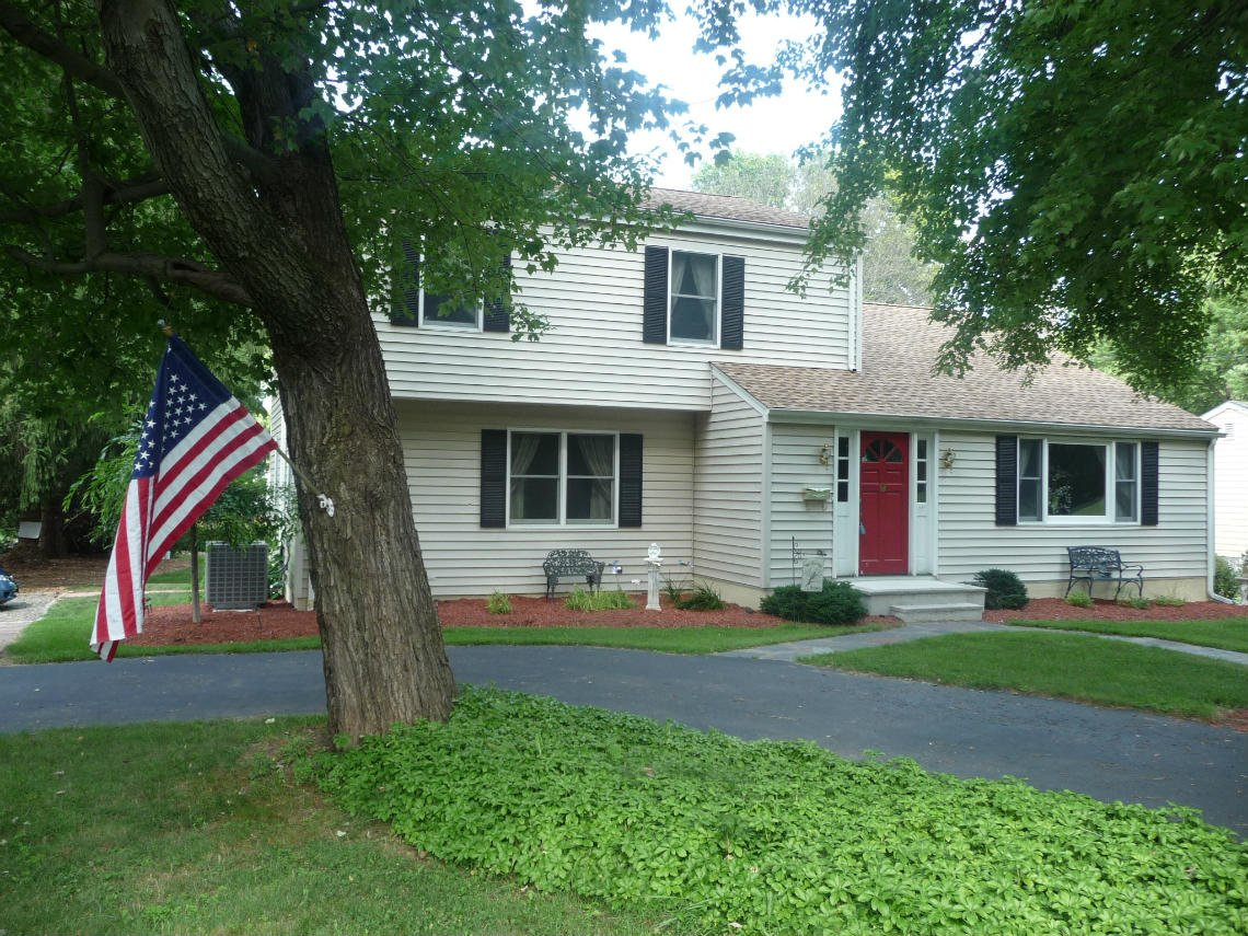 Mendham Just Listed – open house Sunday August 10th 1-4pm