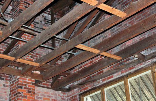 143 exposed beams 01